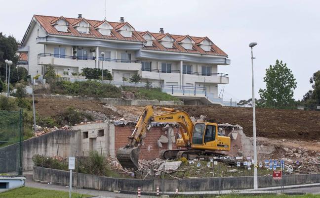 Arnuero compra nuevos terrenos para las viviendas de sustitución