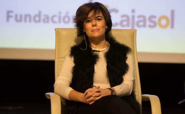 Sáenz de Santamaría: «Hay que revertir el mal causado por los independentistas»
