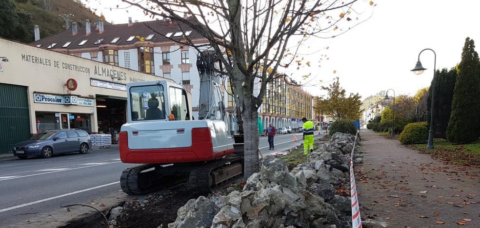 El muro de la entrada de Unquera se cambiará por 30 aparcamientos