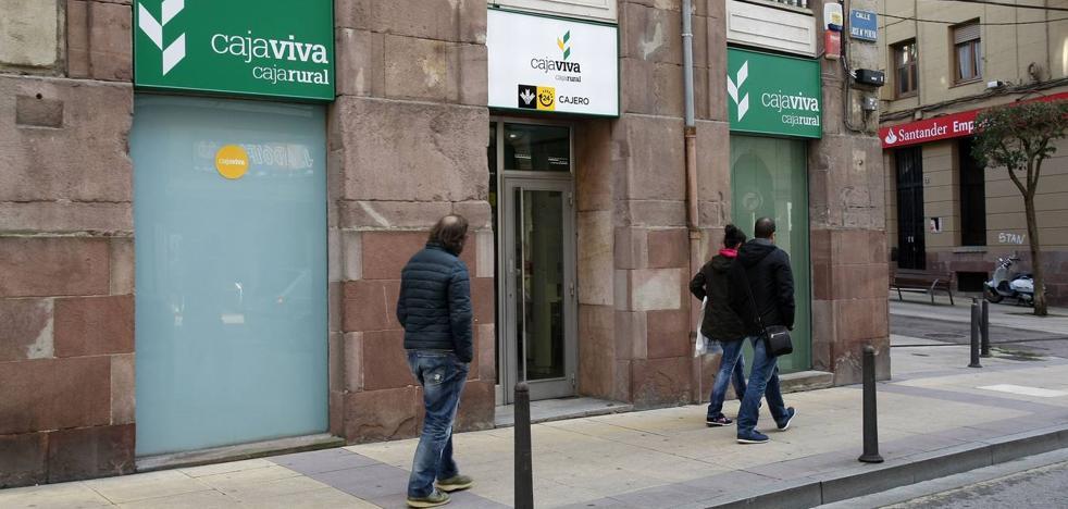El atracador de la Caja Rural en Torrelavega se entrega a la Policía