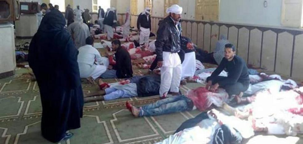 Suben a 305 los muertos en la masacre en Egipto, entre ellos 27 niños