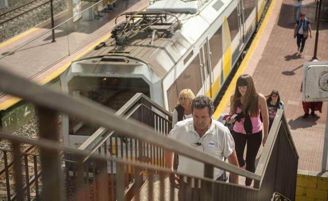 El apeadero de tren de Valdecilla tendrá tres ascensores panorámicos