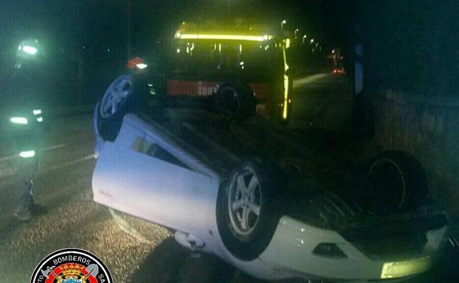 Detenido en Camargo el conductor que dejó su coche volcado en Campogiro