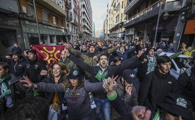 Cinco autobuses de peñas se preparan para viajar a Logroño el domingo