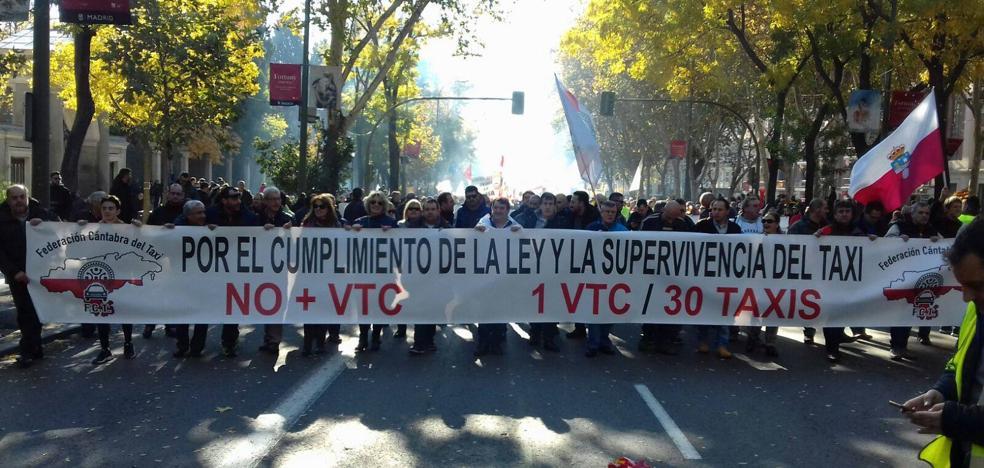 La Federación de Taxistas de Cantabria dice que el 99% ha secundado la huelga de hoy