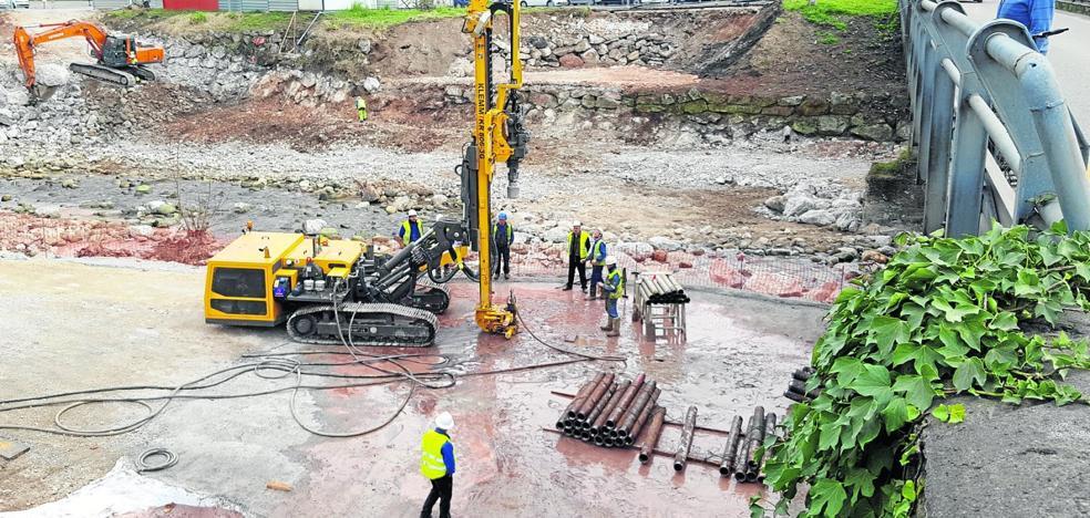 La Confederación paraliza la obra del nuevo puente en Los Corrales