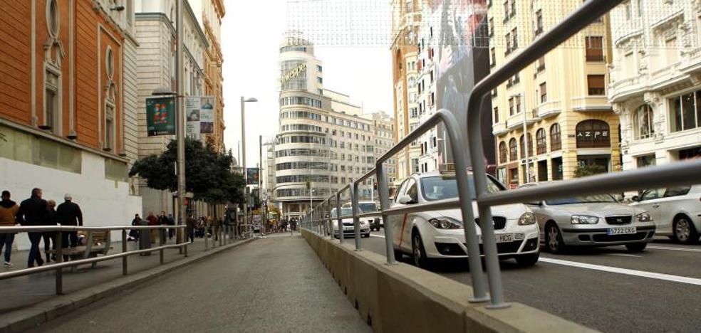 Carmena defiende el cierre de Gran Vía: «Es insostenible que los vehículos privados copen el 80% del espacio público»