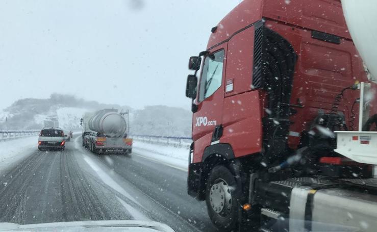 La nieve vuelve a caer en Cantabria