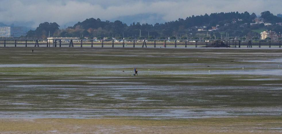 Una fuerte marea viva interrumpe tres horas las lanchas entre Santander y Somo