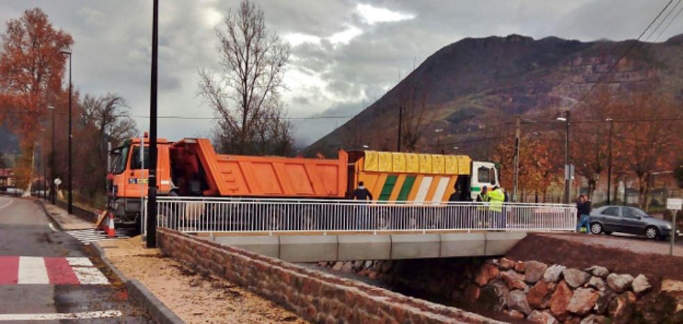 Nuevo puente para comunicar la N611 en Los Corrales con el polígono de Barros