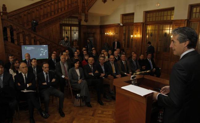 Fomento invertirá 530 millones en mejorar los trenes de cercanías de Cantabria
