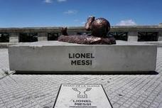 Destrozan otra vez la estatua de Messi en Buenos Aires