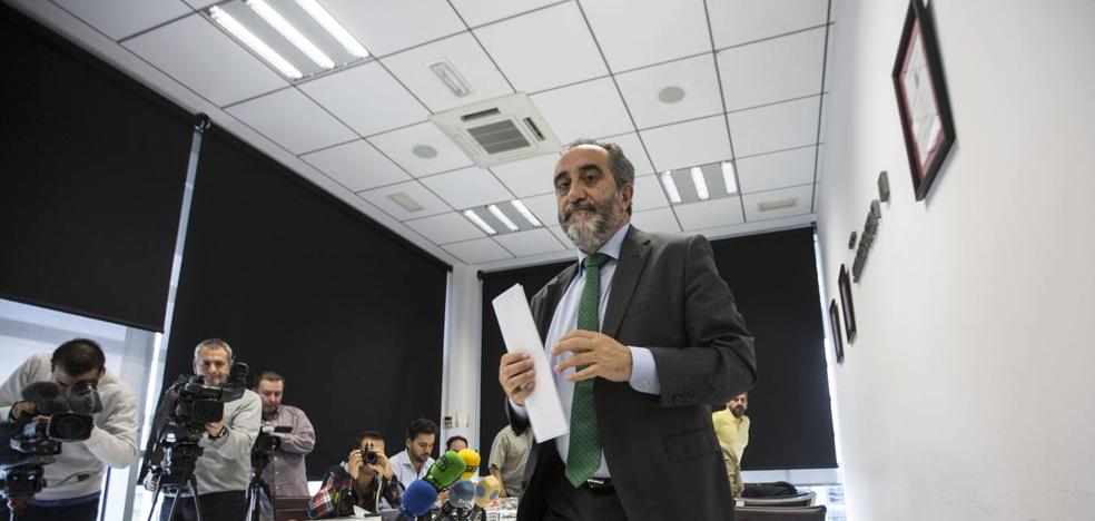 El líder regional de UGT ve «tintes de acoso» hacia Salvador Blanco