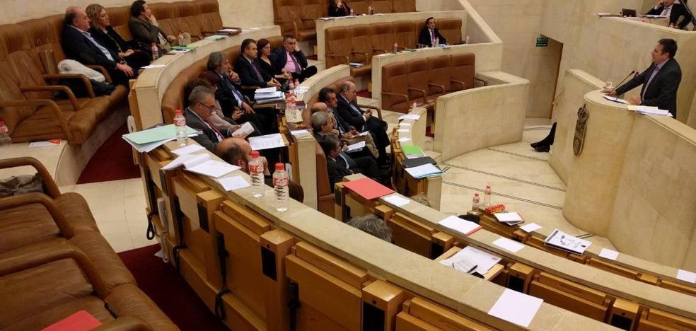El vídeo de la espantada en el Parlamento de Cantabria