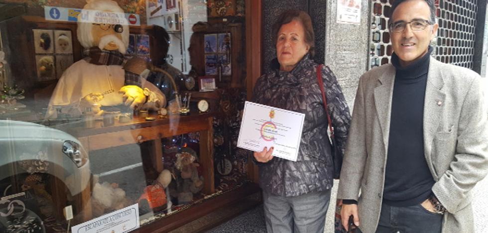 37 comercios participan en el concurso de escaparates de Los Corrales