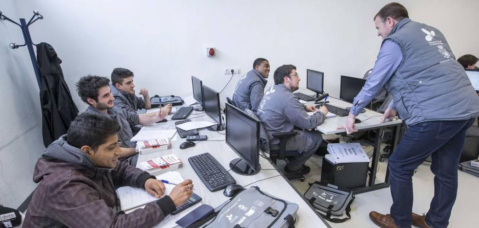 El Gobierno destinará 10 millones de euros hasta 2019 en formación de desempleados