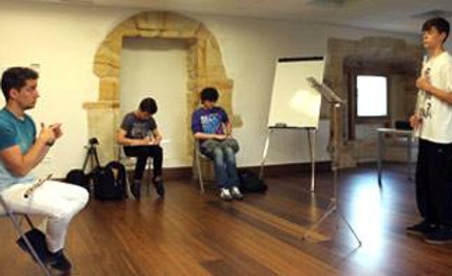 El proyecto de las Academias WOM recala en Colindres