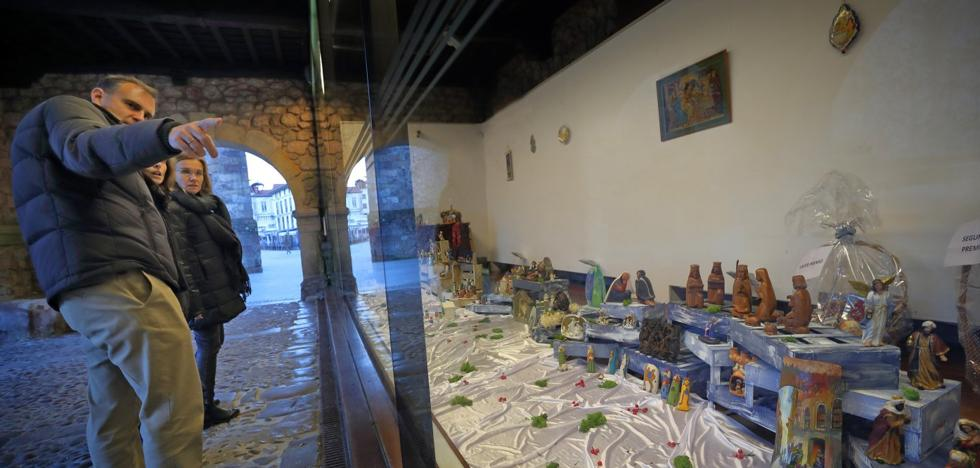 Comillas ofrece una exposición con más de setenta belenes