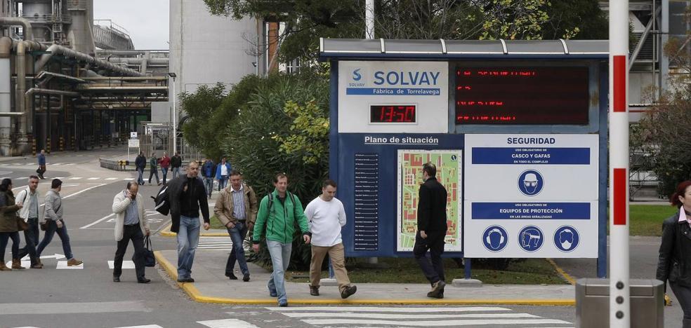 La negociación para reducir la plantilla de Solvay se prolongará hasta final de año