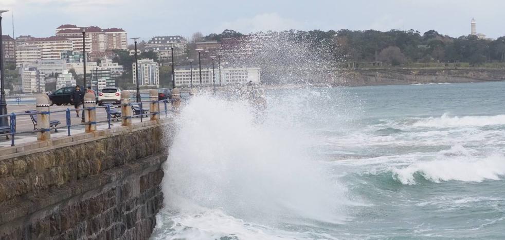 Pocas olas a pesar de la alerta naranja