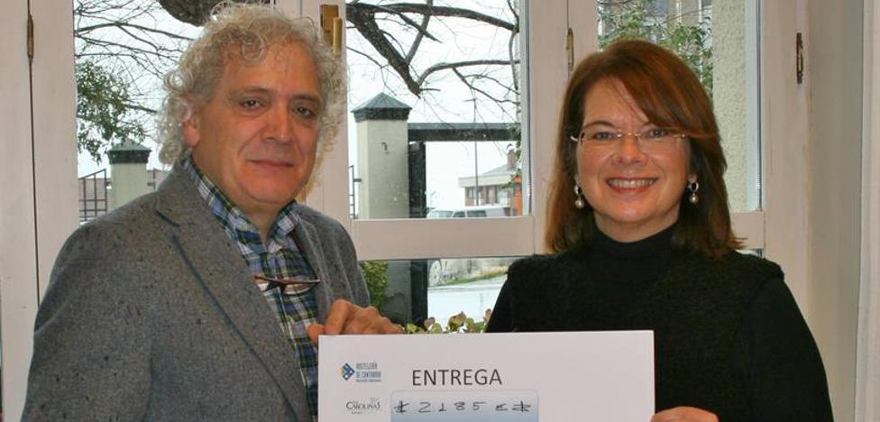 Los hosteleros entregan a Amica los 2.185 euros recaudados en su gala