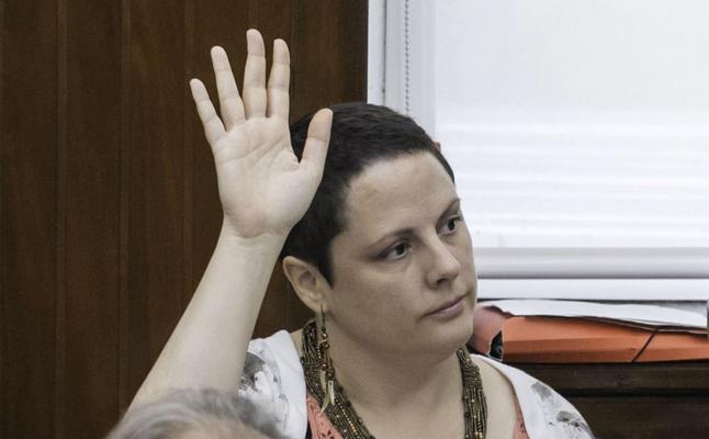 La alcaldesa cesa al auxiliar de Yáñez-Barnuevo por no presentarse a su puesto en diez meses