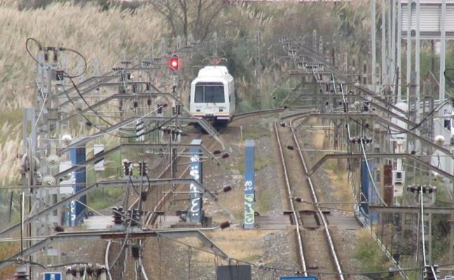 Una mujer herida grave tras ser golpeada por un tren en el andén de El Astillero