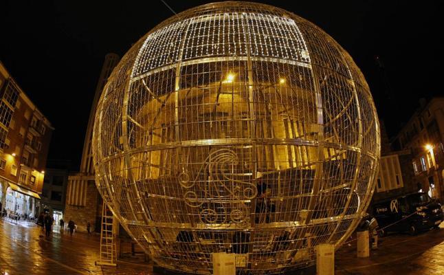 La bola de Navidad toma la 'Plaza Roja'
