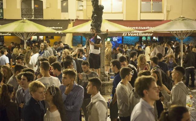 Los vecinos del centro de Santander luchan contra los nuevos horarios de los bares
