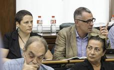Yáñez-Barnuevo responde al cese de su auxiliar con una «demanda» contra César Díaz