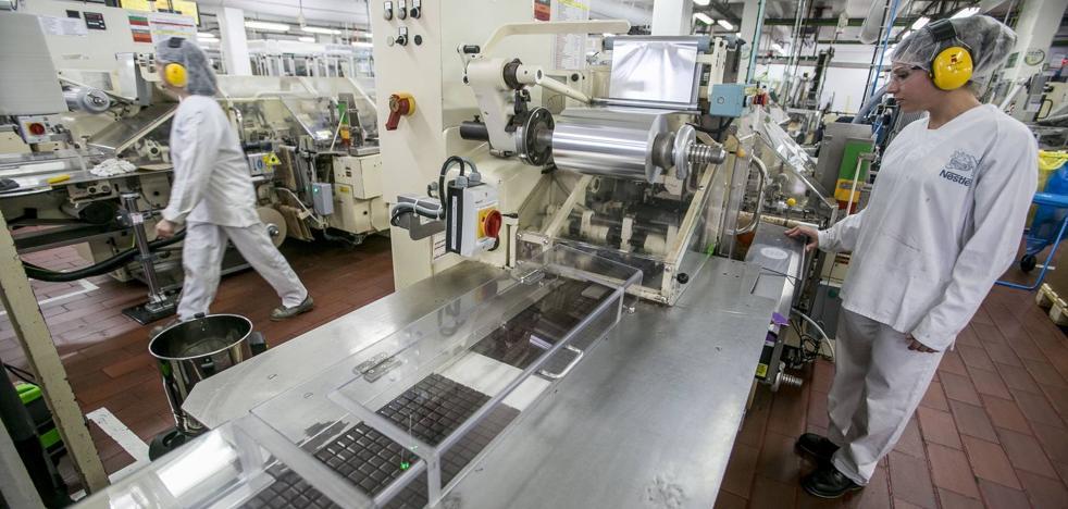 Récord de bombones en la fábrica Nestlé de La Penilla