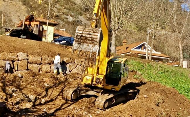 Obras para sacar el carril para ciclistas del casco histórico de Riocorvo