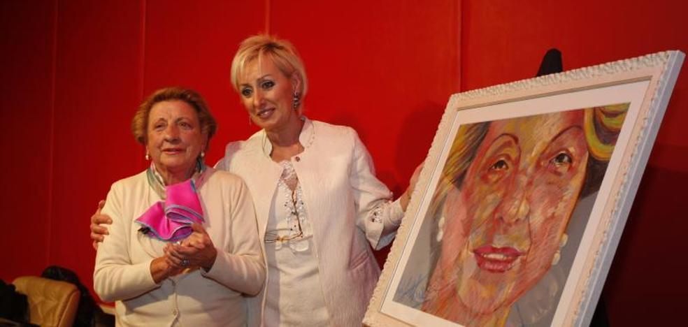 'Cuca la de Zafer' recoge «orgullosa y emocionada» el premio Mujer Relevante