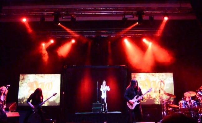 El holograma de Ronnie James Dio da un espectáculo en Escenario Santander