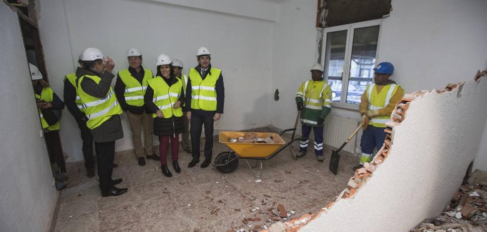 Arranca el derribo de los tres edificios de Adif que liberarán 1.500 metros cuadrados para Santander