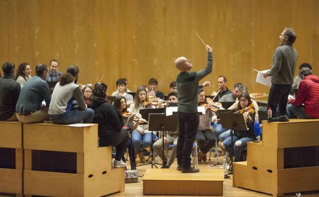 Últimos ensayos antes del estreno de la primera ópera cántabra