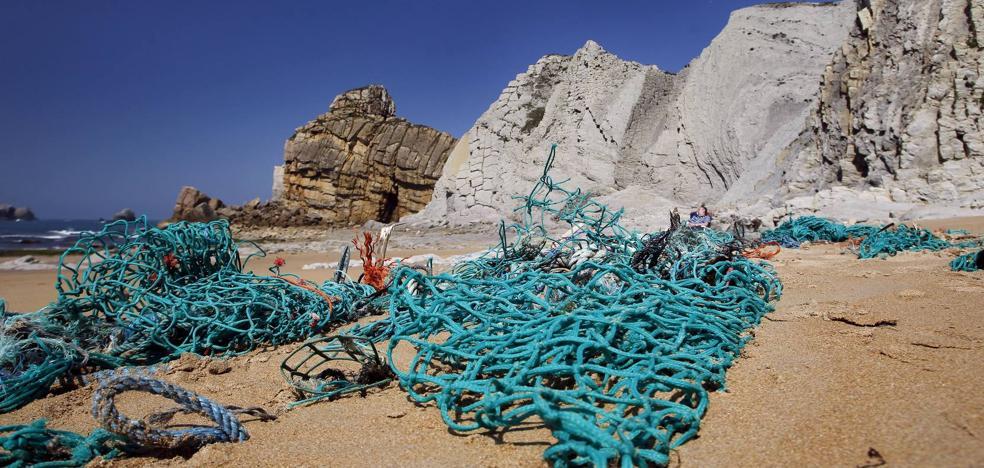 El Puntal es una de las zonas de Cantabria más amenazas por la basura que llega al mar