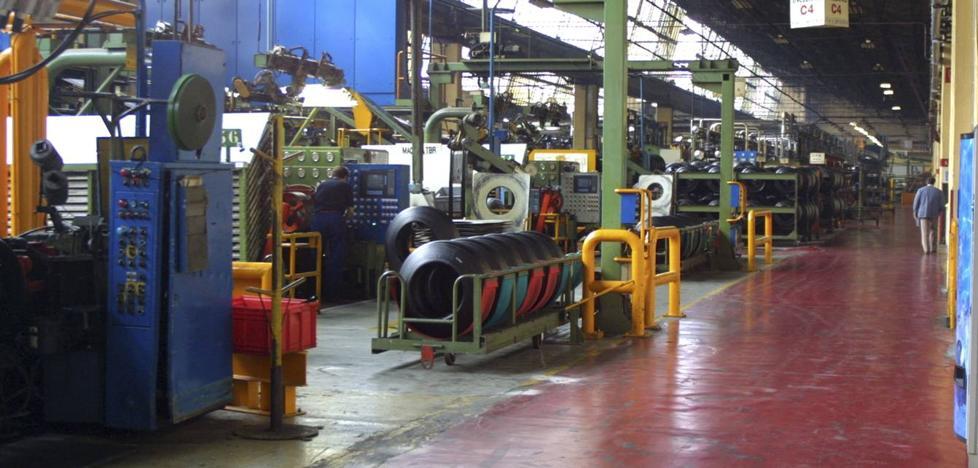 La fórmula de adhesión al convenio de Bridgestone abre grietas entre los sindicatos