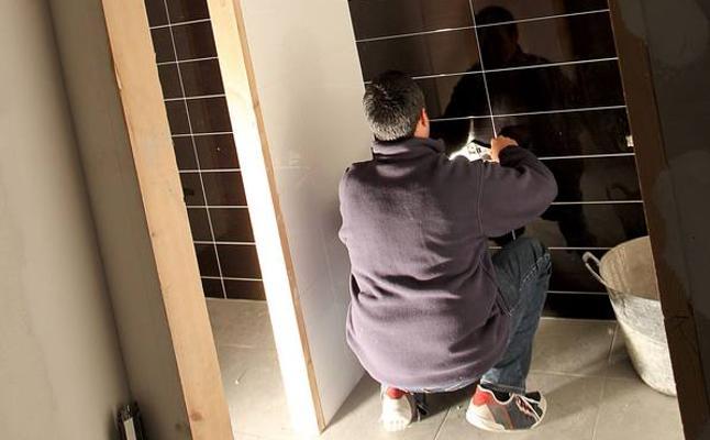 Trabajo saca a la luz 633 empleos ocultos en Cantabria