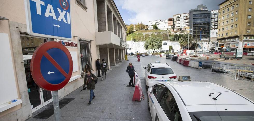 Los taxistas cántabros celebran el varapalo de la justicia europea a Uber y Cabify