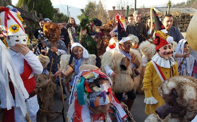 Los vijaneros velan armas ya para la mascarada de Silió
