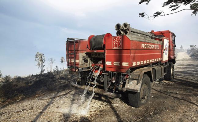 Viérnoles advierte del peligro para los bomberos por la estrechez de los caminos