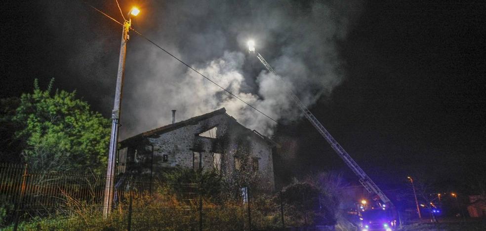 Fallece un hombre de 85 años al quemarse su casa en Gama