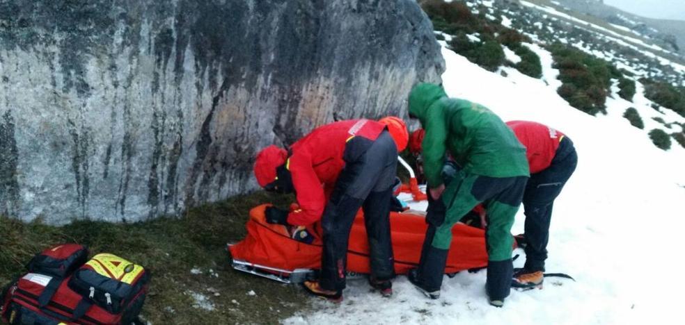 Rescatados dos senderistas de Vitoria heridos al caer por una ladera en Camaleño
