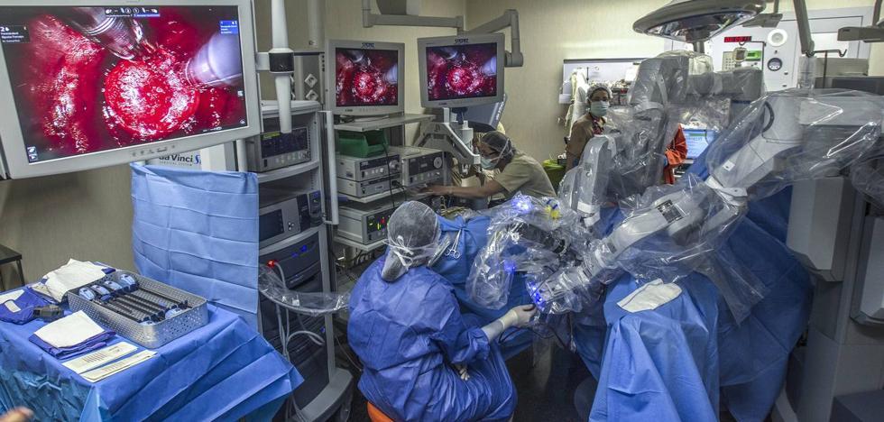 El Gobierno gana el primer asalto judicial a Ferrovial con el mantenimiento del robot Da Vinci