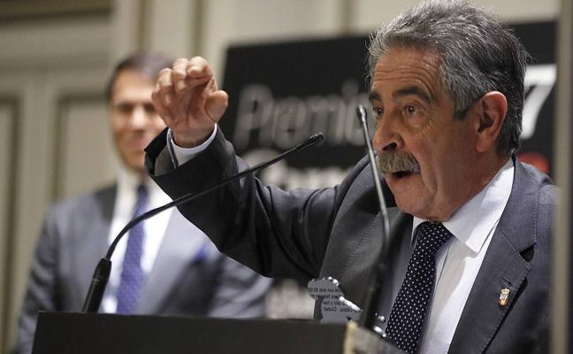 Revilla: «Estamos en la senda de reducir el paro en 20.000 personas al final de legislatura»