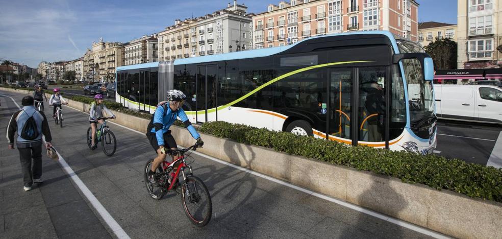 Los cinco autobuses articulados del MetroTUS recorren ya en pruebas las calles de la ciudad
