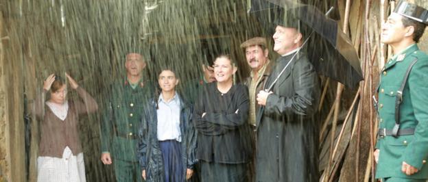 Fotograma de la película que se rodó el pasado verano en enclaves lebaniegos y en Madrid. :: DM/
