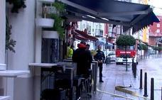 La lluvia inunda la cocina del restaurante Puerta 23, en Tetuán