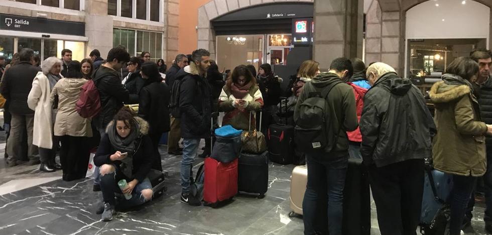 El frío congela los ejes del tren Alicante-Santander y provoca un retraso de hora y media